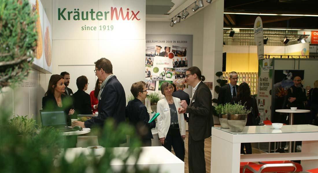 kraeuter-mix-auf-der-messe-biofach_2021